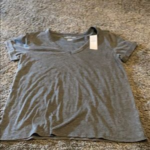 NWT women's AE t-shirt sz Med v-neck